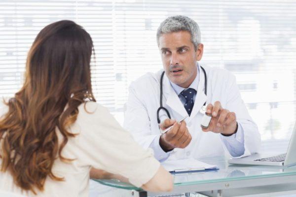 девушка у врача