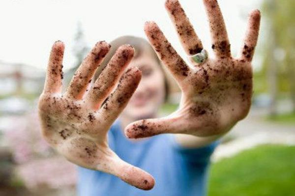 руки в грязи